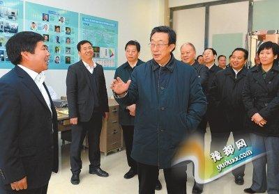 11月12日上午,省委书记、省人大常委会主任郭庚茂在开封德豪光电科技园调研。