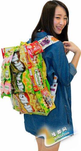 日韩女生流行自制零食背包。