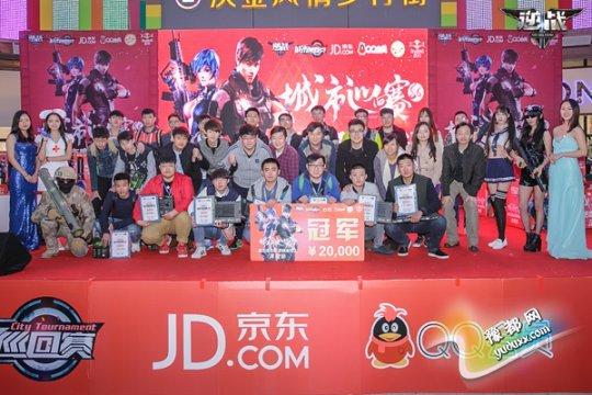 《逆战》城市巡回赛S6郑州站参赛队伍合影