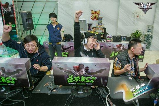 玩家在比赛中激情澎湃
