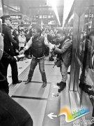 """北京地铁乘客替黑人""""打抱不平""""与插队者起冲突"""