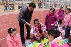 """互助路小学锦艺校区举行""""理财嘉年华""""之跳蚤市场活动"""