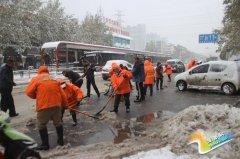 [桐办]桐柏路街道积极组织除雪活动
