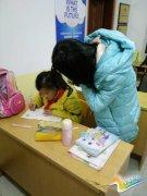 江苏镇江各大高校志愿者辅导中小学生体验社会