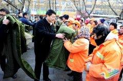 聂晓光等县领导亲切慰问环卫工人、交警