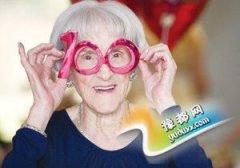 """92岁老人长寿秘诀:""""笑"""""""