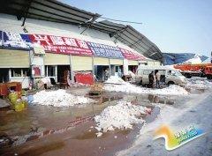 郑州一粮油市场简易连体仓库被压塌 商户损失百万余元