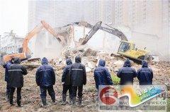 驿城区综合执法局依法拆除违规建筑
