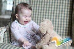 英国皇室首曝小公主正面照 网友:和她哥长一样