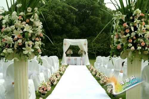 草坪婚礼流程详解 打造浪漫的西式草坪婚礼