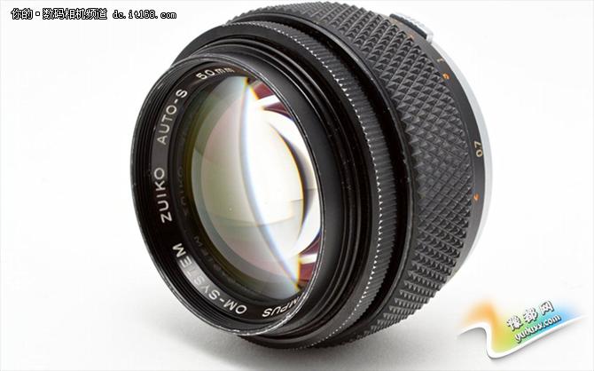 """奥林巴斯""""大三元""""镜头(7-14mm F2.8 PRO、12-40mm F2.8 PRO和40-150mm F2.8 PRO)凭借出色的手感和画质给人留下了深刻印象,相信此次大光圈镜头素质一定不会弱。奥巴粉们期待一下吧。"""