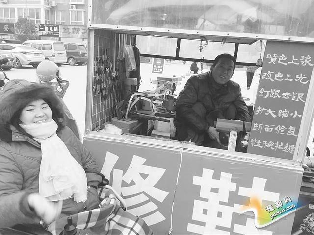 漯河残疾男骑摩托见安徽女网友 感动对方终婵娟