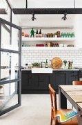 小厨房完全利用法则一字型橱柜轻松收纳