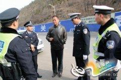 卢氏县政府党组成员、公安局长宋福栓深入卡点检查指导安保工作
