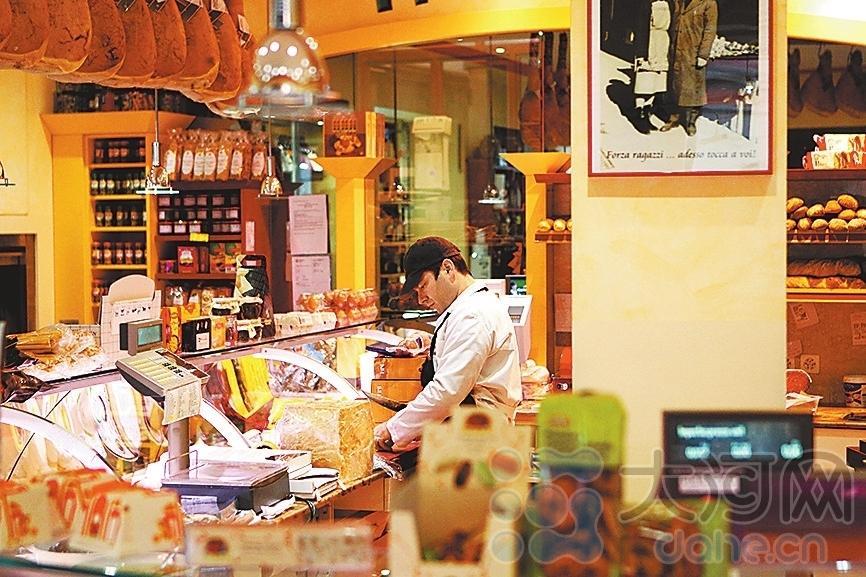 密集的货运航线让越来越多的中国商品出现在欧洲超市。