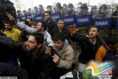 欧洲移民危机:马其顿边境设栅栏引爆冲突(图)