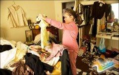 拯救椅子上的衣服堆 4种基本款开放式衣帽架推荐