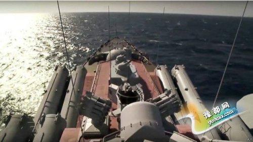 """俄导弹巡洋舰""""莫斯科""""号的远程舰空导弹系统将为俄罗斯战机提供保护。"""