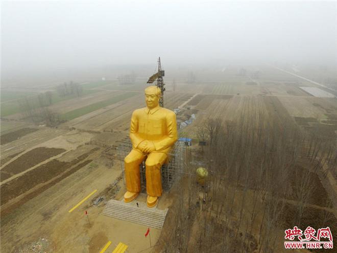 河南一农村建巨型毛主席像 高36.6米花费数百万元
