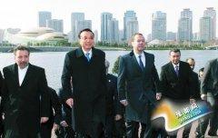 李克强带各国领导人参观郑东新区 在如意湖合影