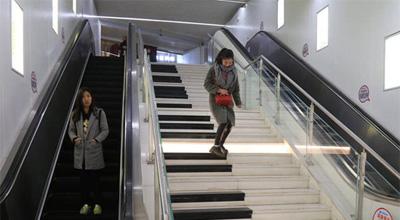 """郑州地铁现""""钢琴""""台阶 还能""""奏乐"""""""