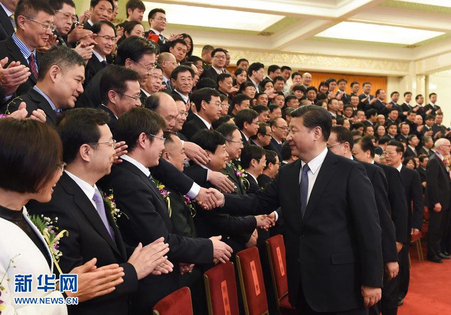 1月8日,2015年度国家科学技术奖励大会在北京人民大会堂隆重举行。会前,习近平、李克强、刘云山、张高丽等党和国家领导人会见获奖代表。新华社记者 李学仁 摄