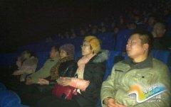 县气象局组织干部职工观看电影《马本斋和他的母亲》(图)