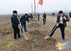 县领导带领全县广大干部群众参加冬季植树造林活动