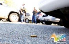 美加州枪击案一疑犯已死亡 警方和其他嫌犯对峙