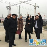荥阳市广武镇邀请老干部参观社区建设工作