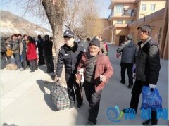 黄陵铁警开展爱民实践活动温暖旅客春运回家路