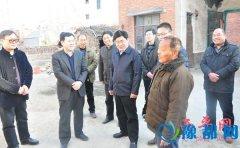 市领导李宝清到盆尧镇看望驻村干部、慰问困难群众