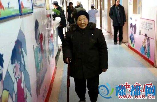 102岁的老太太黄氏