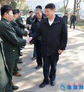 春节前夕县委书记聂晓光看望慰问人武部官兵、劳动模范和环卫工人