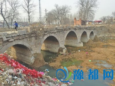 省文物保护单位新乡石桥 风华400年如今垃圾缠上身