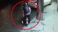 监拍女子街头遭猥亵70秒 全程9名路人无人援手