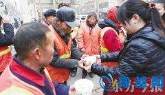 郑州公交调度室变厨房 赶制水饺给环卫工暖身子