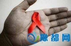 少年染艾滋病没钱治疗自行手术