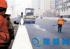 郑州农业路高架主桥开始铺沥青 匝道将展开施工