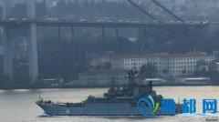 俄士兵肩扛火箭发射器过海峡 土召见俄大使抗议