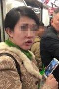 女子地铁吃凤爪乱吐被指责后依旧不改
