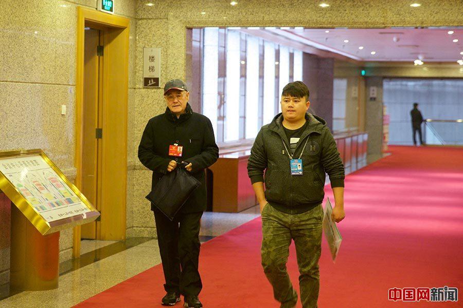 2016年3月4日,全国政协十二届四次会议展开分组讨论,明星委员悉数亮相。图为赵本山。中国网记者 吴闻达摄