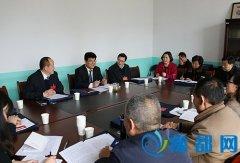 王朴参加区政协八届五次会议经济组讨论