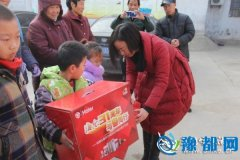 陕县:爱心企业大礼包资助贫困妇女儿童温暖过冬