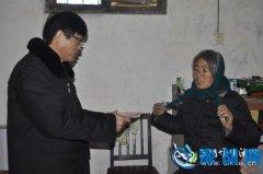 年末岁尾院长心系留守儿童―陕县法院院长亲自将执行的抚养费送到留守儿童家中