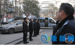 乔彦强带队看望慰问城管队员和环卫工人