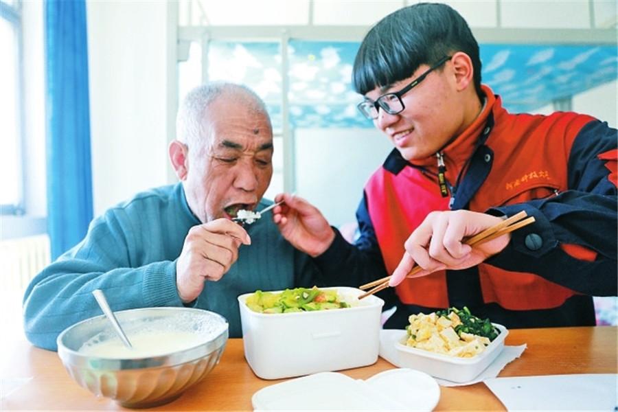 饭菜清淡,父子情深。