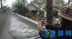 """广西为保护""""41年来首次降雪""""拉警戒线赏雪"""