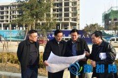 余广东深入城建重点工程工地现场办公