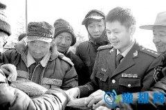 """陕州区:消防官兵""""零距离""""向农民工宣传消防知识"""